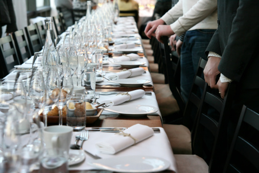 Human Hand「Guests in front of table set for dinner」:スマホ壁紙(6)