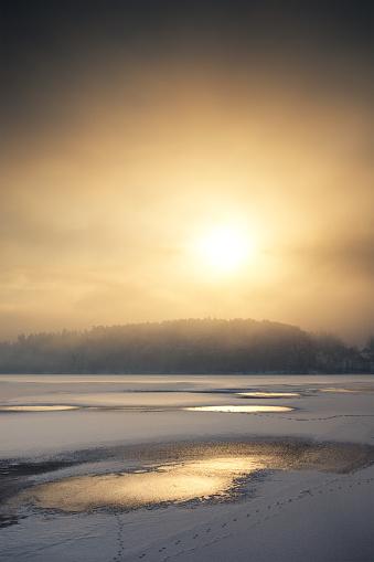 Frost「Golden Winter Sunrise By The Lake」:スマホ壁紙(16)