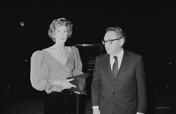 Two People「Henry and Nancy Kissinger」:写真・画像(3)[壁紙.com]