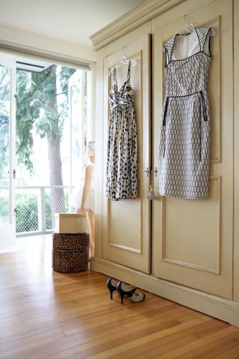 Dress「Dresses hanging from closet door」:スマホ壁紙(14)