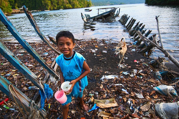 Risk「Indonesia, North Sulawesi, near Bitung, Lembeh Strait, Jukung, pollution on the beach.」:写真・画像(1)[壁紙.com]