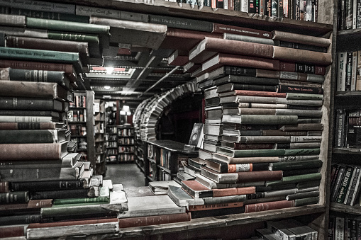 Tunnel「A walk through The Last Bookstore in Downtown Los Angeles, California.」:スマホ壁紙(1)