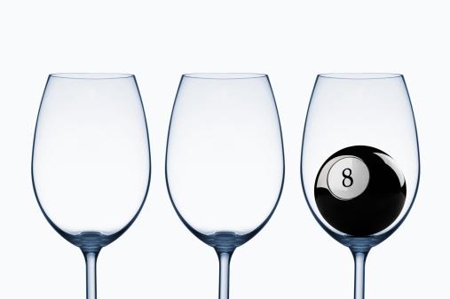 数字の8「ワイングラスとブラックの 8」:スマホ壁紙(1)