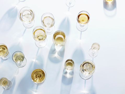 Wineglass「Wine glasses with white wine on white tablecloth」:スマホ壁紙(6)