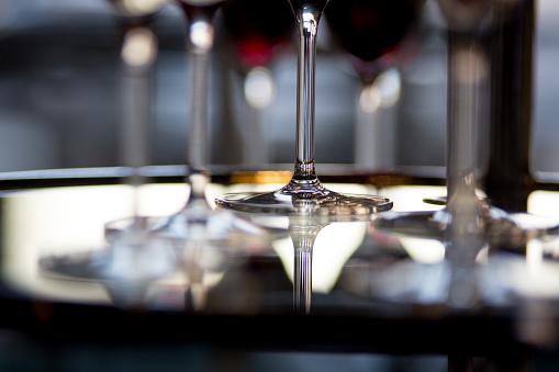 盆「Wine Glasses Stems On Glass Table」:スマホ壁紙(19)