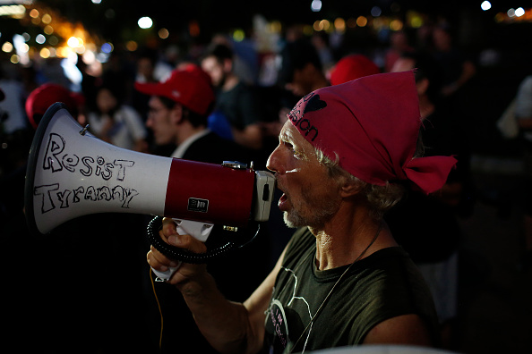 Win McNamee「Protestors Rally As Trump Swears In Brett Kavanaugh To The Supreme Court」:写真・画像(9)[壁紙.com]