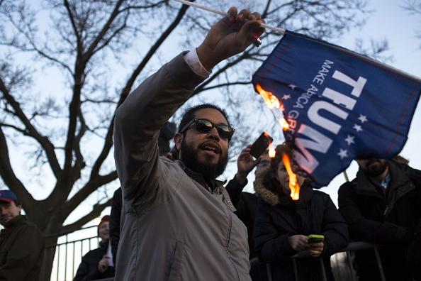 抗議者「Trump Rally Postponed After Protestors Clash With Supporters」:写真・画像(0)[壁紙.com]