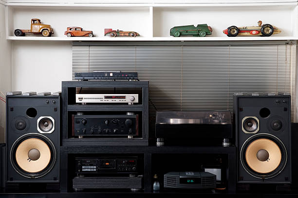 Hi-Fi sound system with vintage tin toy car:スマホ壁紙(壁紙.com)