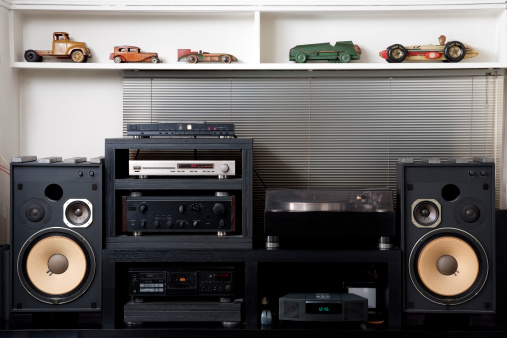 Surround Sound「Hi-Fi sound system with vintage tin toy car」:スマホ壁紙(1)