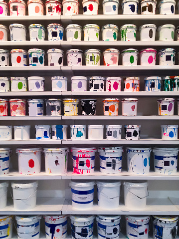 Bucket「Cans of multi-colored inks and paints in workshop」:スマホ壁紙(19)