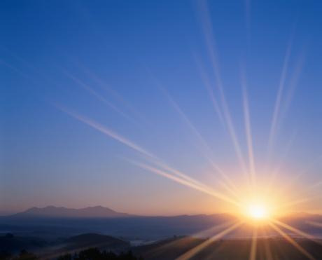 Daisetsuzan Volcanic Group「The Sun Rising Over Mt. Daisetsu. Biei, Hokkaido, Japan」:スマホ壁紙(14)