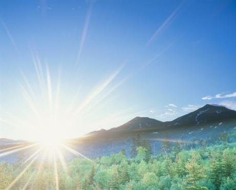Daisetsuzan Volcanic Group「The Sun Rising Over Mt. Daisetsu and a Forest. Biei, Hokkaido, Japan」:スマホ壁紙(19)