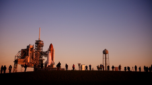 Roberto Gonzalez「Space Shuttle Endeavour Arrives At Launch Pad Ahead Of Final Flight」:写真・画像(9)[壁紙.com]
