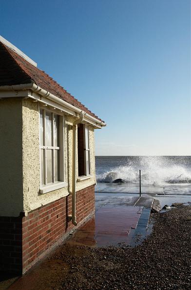 Felixstowe「Storm surge sea and seaside building, Felixstowe, Suffolk, UK」:写真・画像(15)[壁紙.com]