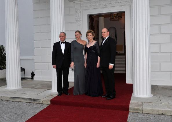 Monaco Royalty「His Serene Highness, Prince Albert II Of Monaco And His Fiancee Charlene Wittstock - Ireland Visit - Day One」:写真・画像(12)[壁紙.com]
