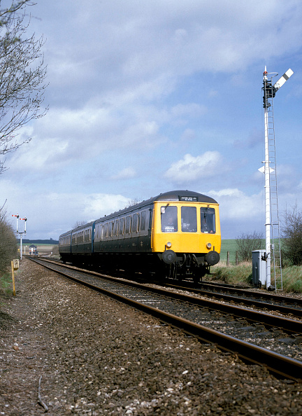 Sunny「Brearley Junction. The 13.05 ex Leamington Spa for Stratford passes Brearley Junction. 13.04.1985.」:写真・画像(10)[壁紙.com]