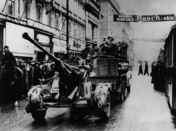 Entering「Invasion Of Prague」:写真・画像(10)[壁紙.com]