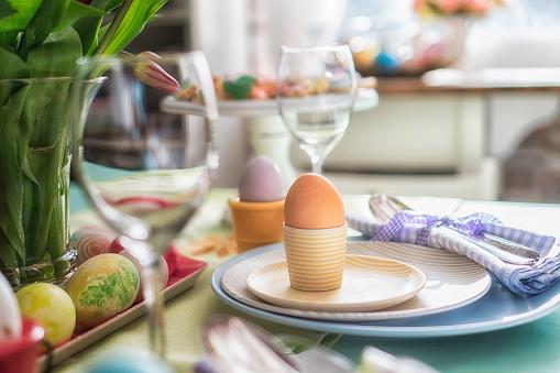 Boys「Kids Painting Easter Eggs」:スマホ壁紙(4)