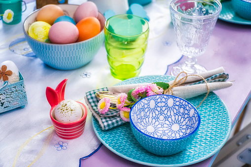 Boys「Kids Painting Easter Eggs」:スマホ壁紙(5)