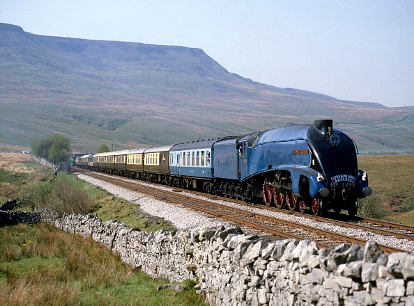 Extreme Terrain「Streamline Express. No.4498 Sir Nigel Gresley at Ais Gill summit enroute from Appleby to Leeds with  Wild Boar Fell in background. 14.05.1988.」:写真・画像(5)[壁紙.com]