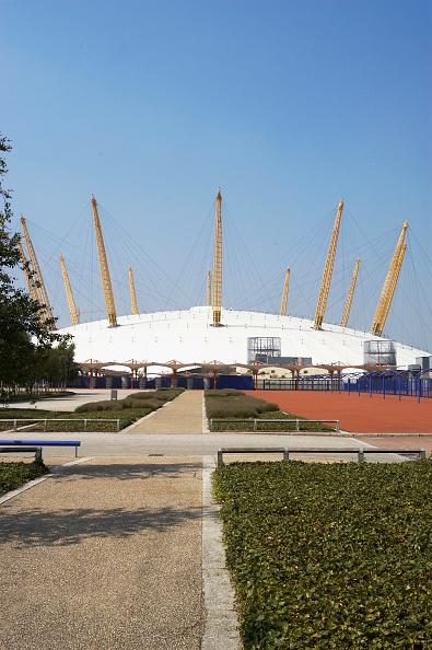 Copy Space「Empty space surrounding the Millennium Dome」:写真・画像(9)[壁紙.com]