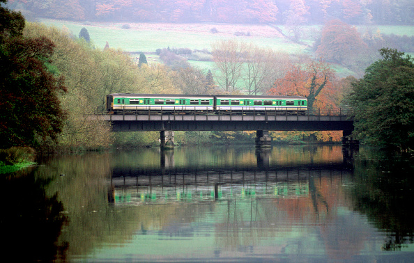 Scenics - Nature「A Central Trains 153 DMU unit passes through scenic Derbyshire.」:写真・画像(17)[壁紙.com]