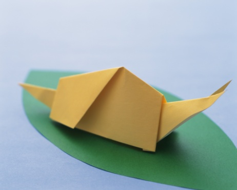 snails「Origami Snail on leaf, High Angle View」:スマホ壁紙(13)
