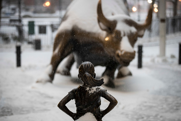 Statue「Major Blizzard Hammers East Coast With High Winds And Heavy Snow」:写真・画像(10)[壁紙.com]
