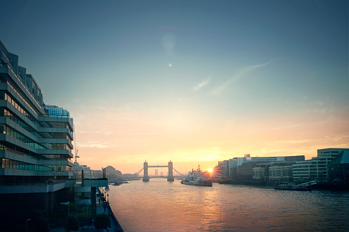 London Bridge - England「View over the River Thames at dawn.」:スマホ壁紙(11)