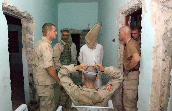 Interrogation「U.S. Troops Work To Maintain Order Amid Increased Attacks」:写真・画像(7)[壁紙.com]