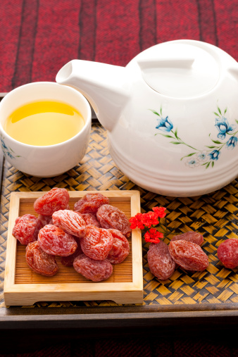 梅の花「Chinese traditional preserved fruit and tea」:スマホ壁紙(14)