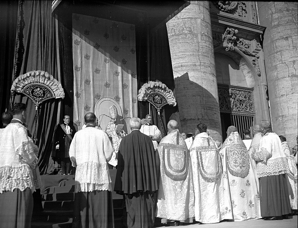 Religious Mass「Pope Pius XII during the Assumption of Mary ceremony, Vatican 1950」:写真・画像(3)[壁紙.com]