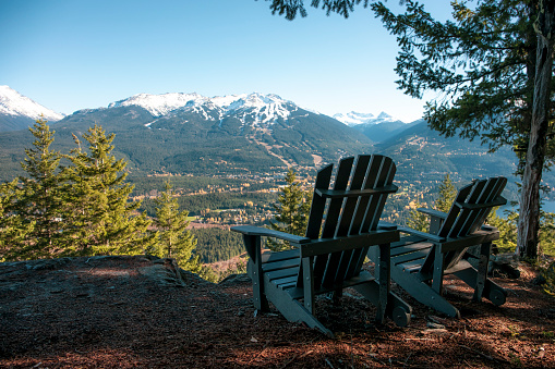 Whistler - British Columbia「Deckchairs with view of mountains, Whistler, British Columbia, Canada」:スマホ壁紙(1)