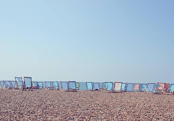 Deckchairs in a row on Brighton Beach, UK:スマホ壁紙(壁紙.com)