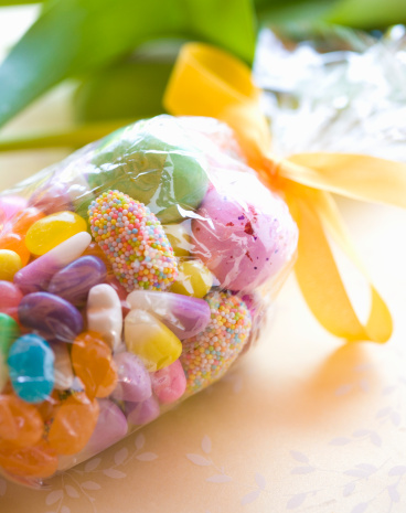 Easter Basket「Easter candy in plastic bag tied with ribbon, elevated view」:スマホ壁紙(0)