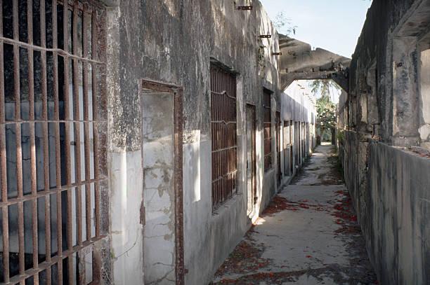 Ruined Prison in Saipan:スマホ壁紙(壁紙.com)