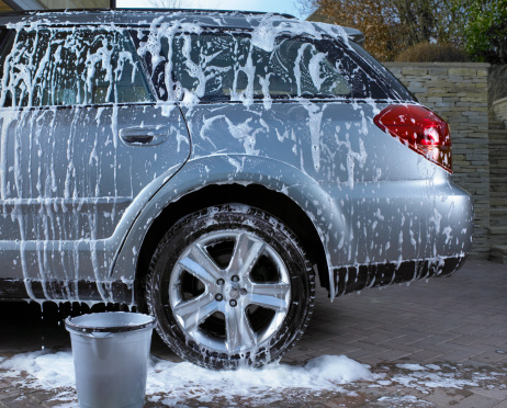 Bucket「Soap suds and water on car」:スマホ壁紙(1)