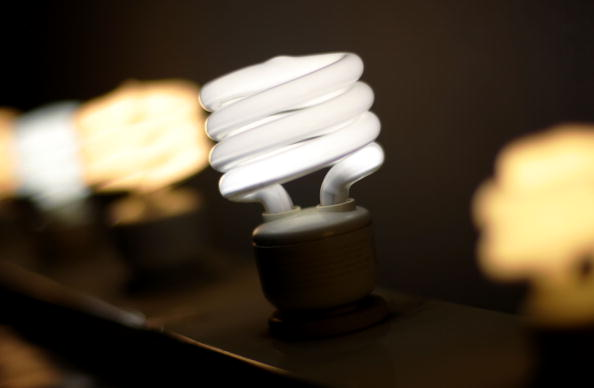 Light Bulb「California Lawmaker Considers Bill Banning Conventional Light Bulbs」:写真・画像(0)[壁紙.com]