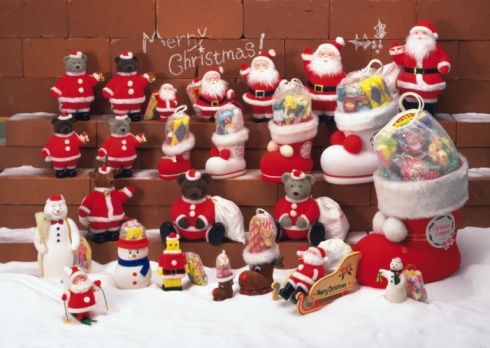 Dogsledding「Display of figurines for Christmas (teddy bears, Santa Claus, snowmen, Christmas stockings), front view」:スマホ壁紙(17)