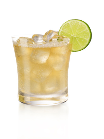 Cocktail「Display of a margarita on the rocks with a slice of lime 」:スマホ壁紙(1)