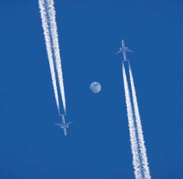 Two jet planes.:スマホ壁紙(壁紙.com)