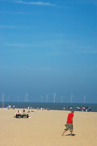 Industrial Equipment「Offshore wind farm turbines, United Kingdom.」:写真・画像(18)[壁紙.com]