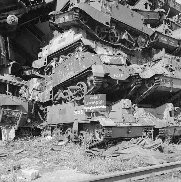 Empty「Tank Graveyard」:写真・画像(5)[壁紙.com]