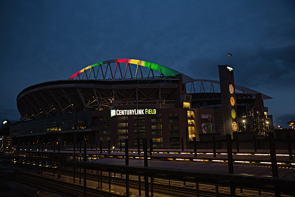 Hayward Field「National Landmarks Illuminated Across U.S. To Shine Light On Ebola Crisis And Show Solidarity With West Africa」:写真・画像(5)[壁紙.com]