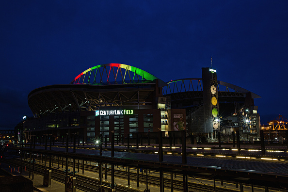 Hayward Field「National Landmarks Illuminated Across U.S. To Shine Light On Ebola Crisis And Show Solidarity With West Africa」:写真・画像(4)[壁紙.com]