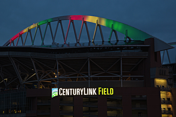 Hayward Field「National Landmarks Illuminated Across U.S. To Shine Light On Ebola Crisis And Show Solidarity With West Africa」:写真・画像(2)[壁紙.com]
