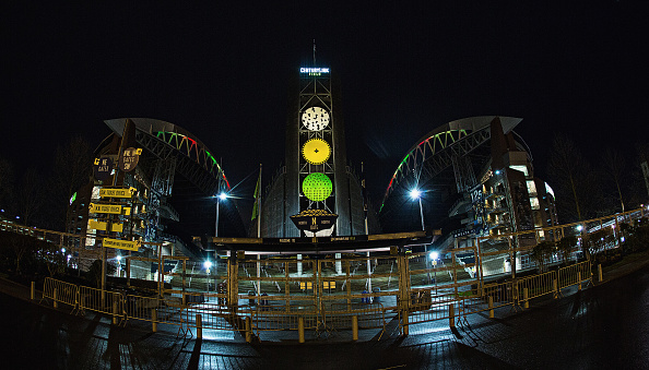 Hayward Field「National Landmarks Illuminated Across U.S. To Shine Light On Ebola Crisis And Show Solidarity With West Africa」:写真・画像(10)[壁紙.com]