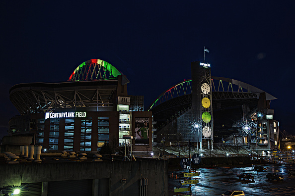 Hayward Field「National Landmarks Illuminated Across U.S. To Shine Light On Ebola Crisis And Show Solidarity With West Africa」:写真・画像(8)[壁紙.com]