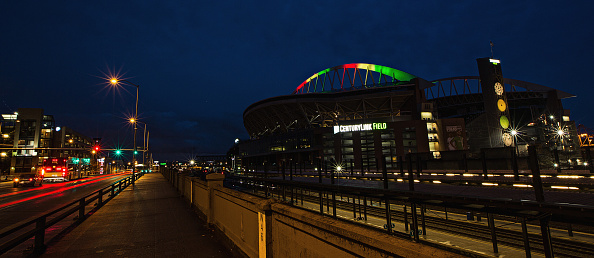 Hayward Field「National Landmarks Illuminated Across U.S. To Shine Light On Ebola Crisis And Show Solidarity With West Africa」:写真・画像(9)[壁紙.com]