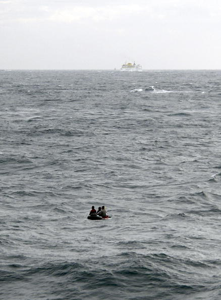 Ferry「Immigrants crossing the Strait of Gibraltar on a surfboard」:写真・画像(5)[壁紙.com]